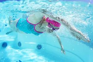 建而健独家引进欧美最新运动流行趋势定制级水适能康复泳池+水适能康复课程!
